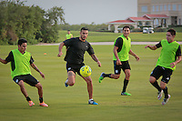 Cancún, Quintana Roo.- Esta tarde el equipo queretano de futbol Gallos Blancos realizó una sesión de entrenamiento; jugadores y cuerpo técnico arrancaron los trabajos cerca de las seis de la tarde. Foto: Victor Pichardo / Obture Press Agency