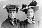 Olga and Ekaterina Munt (1900s) / Ольга и Екатерина Мунт (1900е)