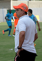 MONTERIA - COLOMBIA - 15-03-2015: Juan Carlos Sanchez técnico de Envigado FC, durante partido entre Jaguares FC y Envigado FC por la fecha 10 de la Liga Aguila I 2015, jugado en el estadio Municipal de Monteria. / Juan Carlos Sanchez coach of Envigado FC, during a match between Jaguares FC and Envigado FC for the  date 10 of the Liga Aguila I-2015 at the Municipal de Monteria Stadium in Monteria city, Photo: VizzorImage / Jose Perdomo / Cont.