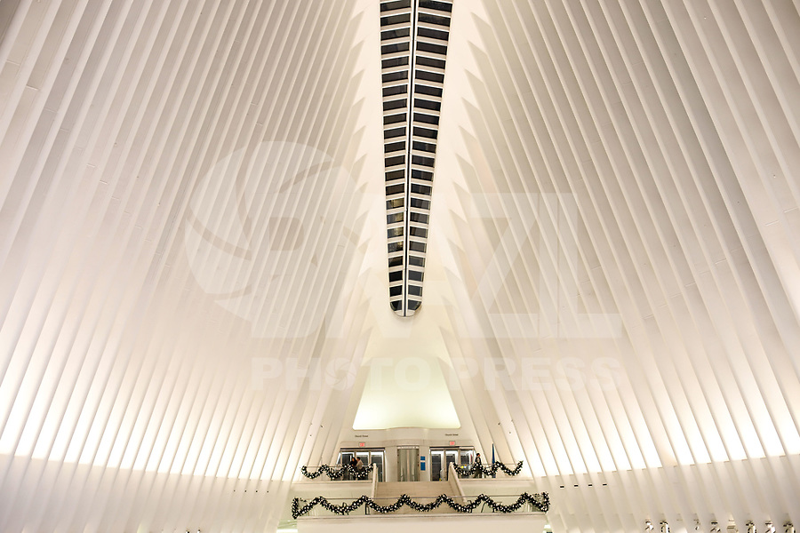 NOVA YORK, EUA, 18.11.2018 - TURISMO-EUA - Decoração de Natal é vista no The Oculus World Trade Center na cidade de Nova York nos Estados Unidos na madrugada deste domingo, 18. (Foto: William Volcov/Brazil Photo Press)