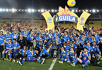 BOGOTÁ - COLOMBIA, 17-12-2017: Jugadores  de Millonarios  celebran con el trofeo como campeones de la Liga Águila II 2017 después del encuentro entre Independiente Santa Fe y Millonarios por la final vuelta de la Liga Aguila II 2017 jugado en el estadio Nemesio Camacho El Campin de la ciudad de Bogota. / Players of Millonarios celebrate the title with the trophy as champions of Liga Aguila II 2017 after match between Independiente Santa Fe and Millonarios for the second leg final of the Aguila League II 2017 played at the Nemesio Camacho El Campin Stadium in Bogota city. Photo: VizzorImage/ Gabriel Aponte / Staff