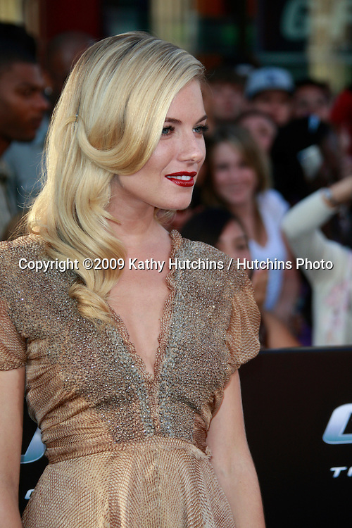 """Sienna Miller arriving at the """"GI JOE"""" Premiere at the Grauman's Chinese Theater in Los Angeles, CA  on August 6, 2009.  .©2009 Kathy Hutchins / Hutchins Photo.."""