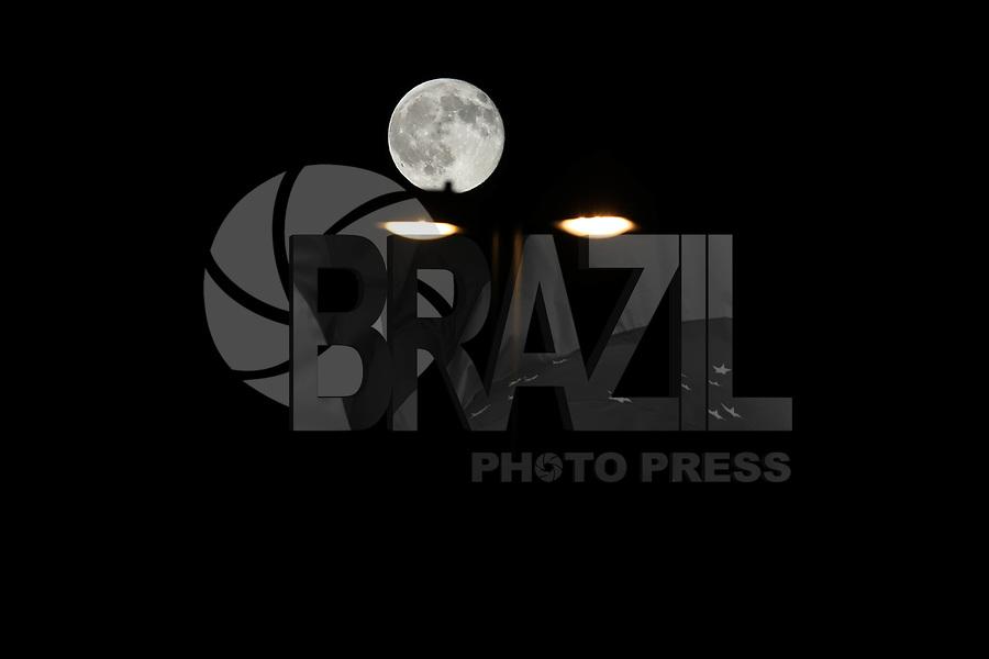 NEW YORK, ESTADOS UNIDOS, 09.09.2017 - LUA-NEW YORK - Lua cheia é vista a partir da cidade de New York nos Estados Unidos na noite deste domingo, 09. (Foto: William Volcov/Brazil Photo Press)