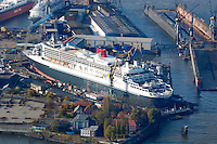 4415/ Queen Mary 2 im Dock: EUROPA, DEUTSCHLAND, HAMBURG, (EUROPE, GERMANY), 14.11.2005:Queen Mary 2 in  Hamburgm  bei Blohm & Voss zu Wartung und Reparaturen.  Sie ist mit 345 m das groesste Passagierschiff der Welt. Das Schiff wir im Trockendock Elbe 17 bearbeitet. Die deutsche Werft Blohm und Voss ist ein Tochterunternehmen zu der ThyssenKrupp AG. Man hat sich heute auf Marineschiffe, schnelle Fähr- und Passagierschiffe sowie Mega-Yachten spezialisiert..