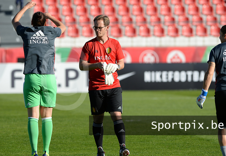 20171024 - PENAFIEL , PORTUGAL :  Belgian goalkeepercoach Sven Cnudde pictured during a women's soccer game between Portugal and the Belgian Red Flames , on tuesday 24 October 2017 at Estádio Municipal 25 de Abril in Penafiel. This is the third game for the  Red Flames during the Worldcup 2019 France qualification in group 6. PHOTO SPORTPIX.BE | DAVID CATRY