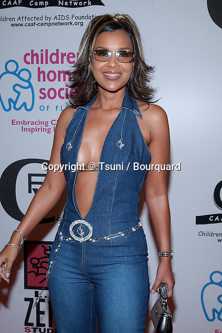 "Lisa Raye arriving at the "" Light as a Feather Fashion Show "" witch will raise money to benefit CAAF - Children Affected by AIDS Foundation. The fashion Show was at the Convention Center in Los Angeles. June 21, 2002.           -            LisaRaye08.jpg"
