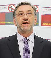 ATENCAO EDITOR: FOTO EMBARGADA PARA VEICULO INTERNACIONAL - SAO PAULO, SP, 14 DEZEMBRO 2012 - COLETIVA DE IMPRENSA DO MP SOBRE A PEC 37 -  Coletiva de imprensa em que o Procurador-Geral de justica de SP Marcio Fernando Elias Rosa apresentara aos jornalistas um abaixo assinado on-line contra a Proposta de Emenda a Constituicao conhecida como (PEC) 37, proposta conhecida como a PEC da impunidade que preve a Retirada do Poder de Investigacao criminosa de orgaos Como o Ministerio Publico e como comissoes parlamentares de Inquérito, na sede do ministerio publico de SP na região central da capital paulista nessa sexta, 14. (FOTO: LEVY RIBEIRO / BRAZIL PHOTO PRESS).