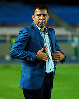 CALI -COLOMBIA-21-08-2016. Harold Rivera técnico de Patriotas FC gesticula durante partido con Deportivo Cali por la fecha 9 de la Liga Águila II 2016 jugado en el estadio Pascual Guerrero de Cali./ Harold Rivera coach of Patriotas FC during match against Deportivo Cali for the date 9 of the Aguila League II 2016 played at Pascual Guerrero stadium in Cali. Photo: VizzorImage/ NR / Cont
