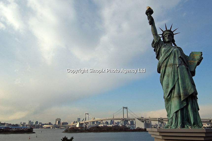 "The ""Statue of Liberty"" in Odaiba area of Tokyo Bay. The Rainbow Bridge is in the back-ground that stretches across Tokyo Bay, Tokyo, Japan..11 Jan 2005"