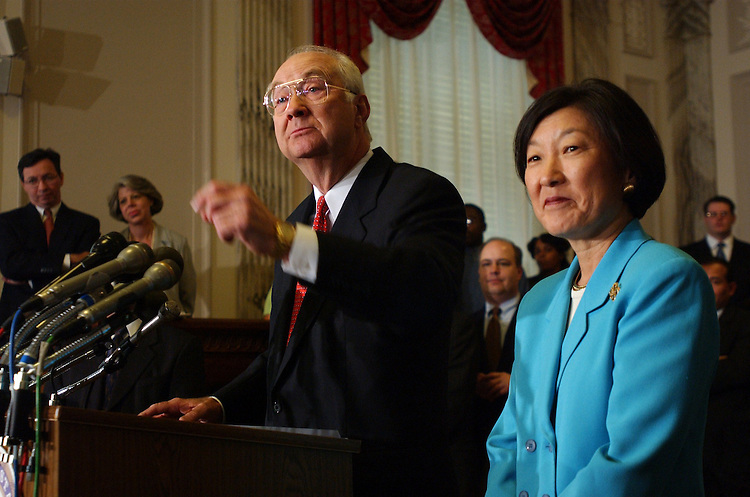 4gramm090401 -- Sen. Phil Gramm, R-Texas, alongside his wife Wendy Lee Gramm, announces that he will retire when his term in the Senate is up in 15 months, Tuesday in Russell Building.