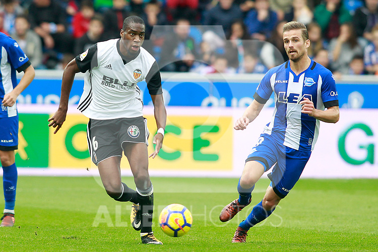 Deportivo Alaves' Christian Santos (r) and Valencia CF's Geoffrey Kondogbia during La Liga match. October 28,2017. (ALTERPHOTOS/Acero)