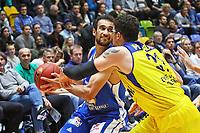 Philip Scrubb (Fraport Skyliners) gegen Isaiah Philmore (EWE Baskets Oldenburg) - 05.11.2017: Fraport Skyliners vs. EWE Baskets Oldenburg, Fraport Arena Frankfurt