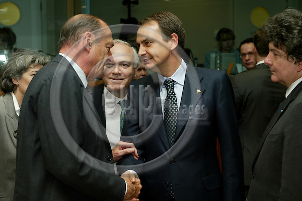 BRUSSELS - BELGIUM - 22 MARCH 2005 --EU SUMMIT--Jacques CHIRAC, Presedent of France, speaking with Jos? Luis Rodr'guez ZAPATERO (Jose Rodriguez) Prime Minister of Spain, and to the right the French Minister for Economic Affairs Thierry BRETON.  PHOTO: ERIK LUNTANG / EUP-IMAGES