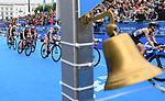 06.07.2019,  Innenstadt, Hamburg, GER, Hamburg Wasser World Triathlon, Elite Frauen, im Bild die Triathletinnen auf dem Fahrrad auf dem Rathausmarkt mit der Glocke der letzten Runde im Vordergrund und Laura Lindemann (GER) Foto © nordphoto / Witke *** Local Caption ***