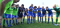 20190422 - Denderleeuw , BELGIUM : Gent's captain Silke Vanwynsberghe pictured in talks with her teammates before the final of Belgian cup 2019 , a soccer women game between AA Gent Ladies and Standard Femina de Liege  , in the  Van Roystadion in Denderleeuw , Monday 22 th April 2019 . PHOTO SPORTPIX.BE | DAVID CATRY