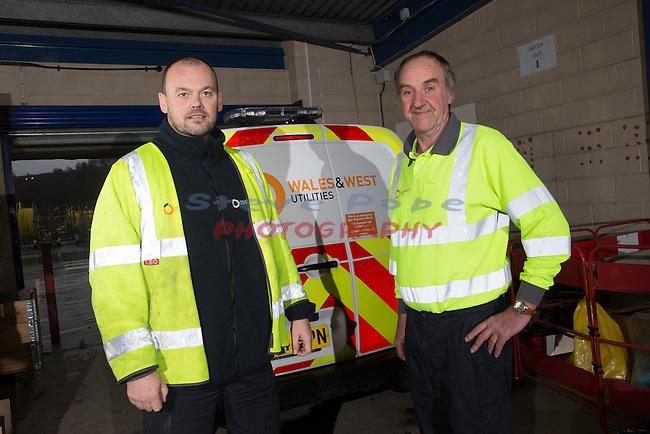 Wales &amp; West Utilities<br /> Gareth Morgan &amp; Geoff Bluck.<br /> Emergency gas engineers.<br /> Llandarcy.<br /> 17.12.15<br /> &copy;Steve Pope - Fotowales