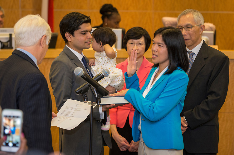 Anne Sung takes the oath of office from Scott Hochberg to become Houston ISD Trustee for District VII, January 12, 2017.