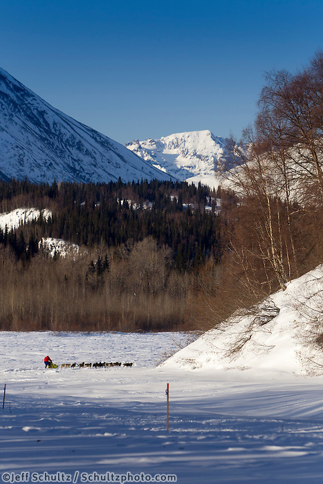 Hans Gatt and team on the Skwenta River between Finger Lake and Rohn during Iditarod 2011