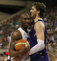 24.07.2012 Barcelona, Spain.  Pre-Olympic friendly game between Spain against USA at Palau St. Jordi. Picture shows Kobe Bryant and Pau Gasol