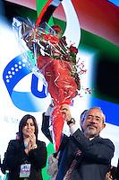 Carmelo Barbagallo nuovo Segretario della UIL esulta con dei fiori in mano<br /> Roma 21-11-2014 Palazzo dei Congressi. XVI Congresso della UIL.<br /> Photo Samantha Zucchi Insidefoto