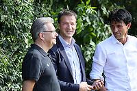 Vorstand Sport Fredi Bobic am Handy - Eintracht Frankfurt Trainingsauftakt, Commerzbank Arena