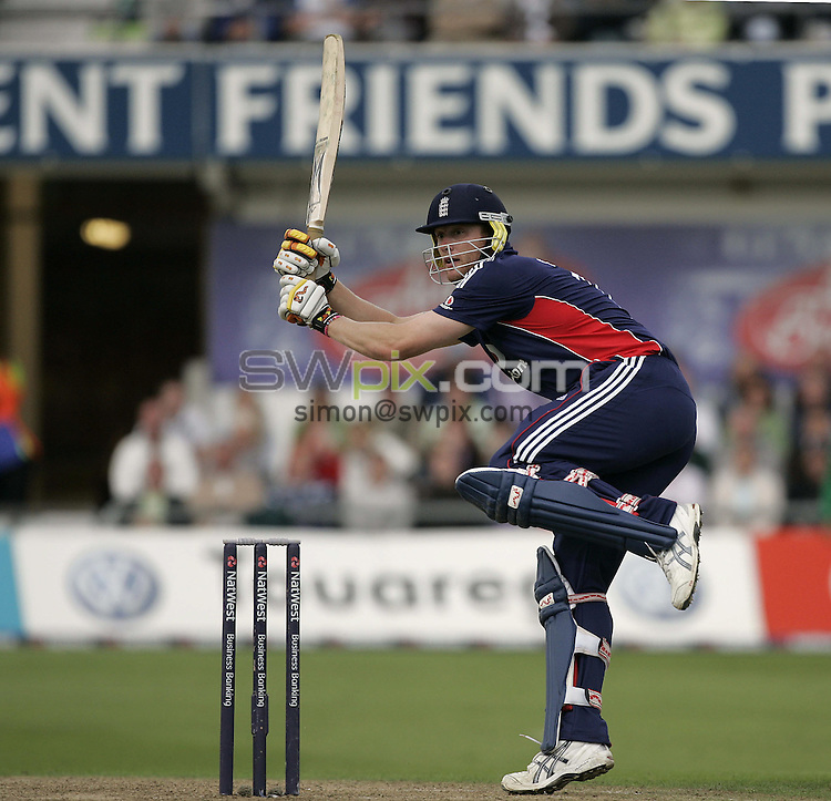 PICTURE BY SIMON WILKINSON/SWPIX.COM - Cricket - Natwest Series 1st ODI - England v South Africa - Headingley, Leeds, England - 22/08/08...Copyright - Simon Wilkinson - 07811267706...England's Andrew Flintoff.