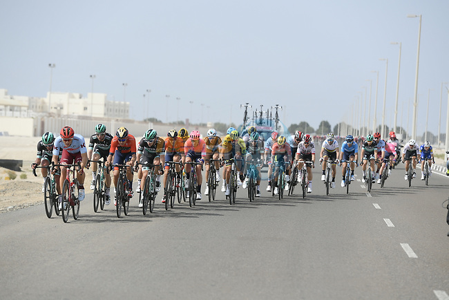 Echelons form into the crosswinds during Stage 2 of the 2019 UAE Tour, running 184km form Yas Island Yas Mall to Abu Dhabi Breakwater Big Flag, Abu Dhabi, United Arab Emirates. 25th February 2019.<br /> Picture: LaPresse/Fabio Ferrari | Cyclefile<br /> <br /> <br /> All photos usage must carry mandatory copyright credit (© Cyclefile | LaPresse/Fabio Ferrari)