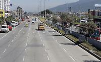 BOGOTÁ-07-02-2013. Vista de la autopista Norte casi desocupada hoy durante el Día sin Carro en Bogotá./ View of the North highway almost empty today during the Car Free Day in Bogotá. Photo: VizzorImage/STR