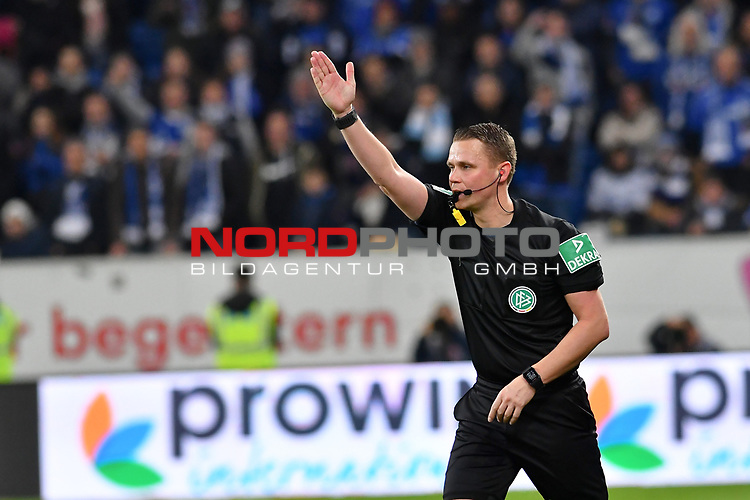 01.12.2018, wirsol Rhein-Neckar-Arena, Sinsheim, GER, 1 FBL, TSG 1899 Hoffenheim vs FC Schalke 04, <br /> <br /> DFL REGULATIONS PROHIBIT ANY USE OF PHOTOGRAPHS AS IMAGE SEQUENCES AND/OR QUASI-VIDEO.<br /> <br /> im Bild: Schiedsrichter Dr. Robert Kampka<br /> <br /> Foto © nordphoto / Fabisch