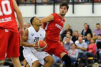 UITHUIZEN = Basketbal, Donar - Aris, voorbereiding seizoen 2017-2018, 02-09-2017,  Donar speler Brandyn Curry met Aris speler Niels Bunschoten