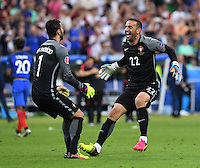 FUSSBALL EURO 2016 FINALE IN PARIS  Portugal - Frankreich     10.07.2016 JUBEL Portugal; Torwart Eduardo (re) umarmt Torwart Rui Patricio