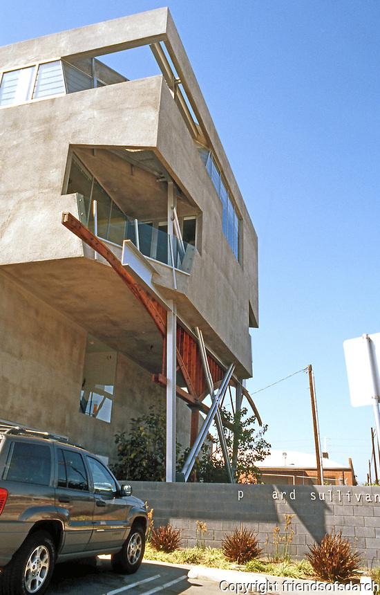 Eric Owen Moss: Pittard Sullivan. (Graphic design) 3535 Hayden, Culver City. Street facade in shadow. Photo 1999.