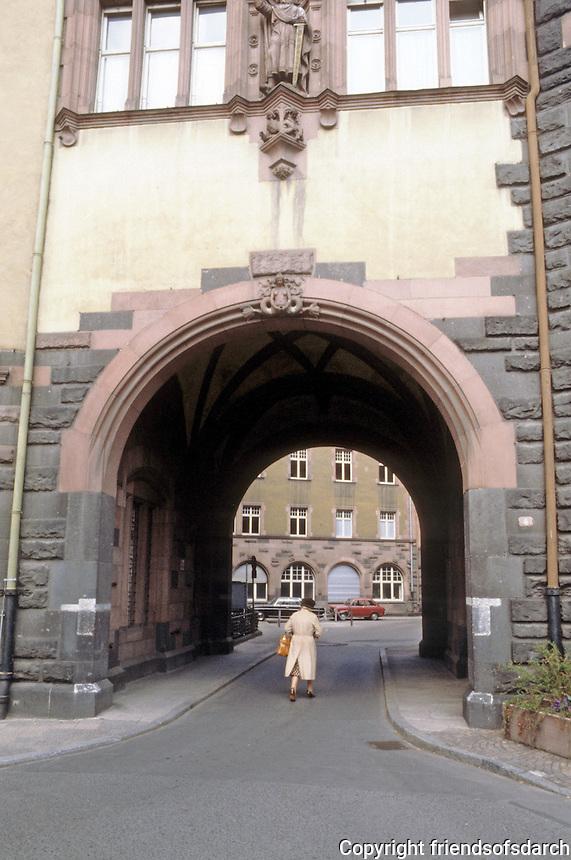 Frankfurt: Arched passage--unidentified. Photo '87.