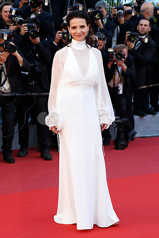 "Juliette Binoche at the ""Okja"" premiere during the 70th Cannes Film Festival at the Palais des Festivals on May 19, 2017 in Cannes, France. (c) John Rasimus /MediaPunch ***FRANCE, SWEDEN, NORWAY, DENARK, FINLAND, USA, CZECH REPUBLIC, SOUTH AMERICA ONLY***"