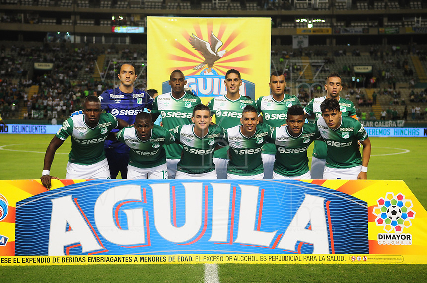PALMASECA-COLOMBIA, 5 - 11- 2017. Formación del Deportivo Cali contra el Atlético Nacional  durante partido por la fecha 19 de la Liga Aguila II 2017 jugado en el estadio Deportivo Cali  en  Palmaseca . / Team of Atletico Nacional agaisnt of Deportivo Cali fights for the ball with xxx (R) player of Atletico Nacional  during match for the date 19 of the Liga Aguila II 2017 played at the Deportivo Cali  Stadium in Palmaseca  . Photo:VizzorImage / Nelson Rios  / Contribuidor