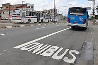 SÃO PAULO, 28.10.2013 –  FAIXA EXCLUSIVA DE ÔNIBUS:  Faixa exclusiva de ônibus é inaugurada nesta segunda feira (28) na Avenida Engenheiro Armando de Arruda Pereira, no trecho entre as avenidas Engenheiro George Corbisier e Assembléia, na região do Jabaquara em São Paulo. O trecho 5,2 km, fica ao lado do corredor de trólebus da EMTU que interliga a região do ABC ao Metrô Jabaquara e em muitos pontos deste trecho fica reservado  apenas 1 faixa para os automóveis. Foto: Levi Bianco – Brazil Photo Press