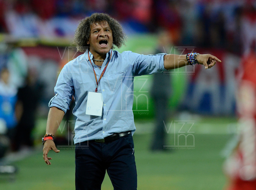 MEDELLÍN -COLOMBIA-18-10-2014. Alberto Gamero técnico de Deportes Tolima gesticula durante partido con Independiente Medellín por la fecha 15 en la Liga Postobón II 2014 realizado en el estadio Atanasio Girardot de la ciudad de Medellín./ Alberto Gamero coach of Deportes Tolima gestures during match agaisnt Independiente Medellin for the 15th date of Postobon League II 2014 at Atanasio Girardot stadium in Medellin city. Photo: VizzorImage/Luis Ríos/STR