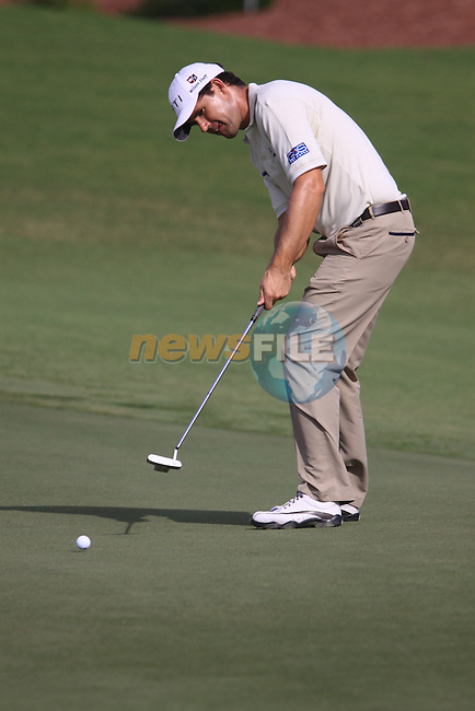Padaig Harrington putts on the 8th green during  Day 2 at the Dubai World Championship Golf in Jumeirah, Earth Course, Golf Estates, Dubai  UAE, 20th November 2009 (Photo by Eoin Clarke/GOLFFILE)