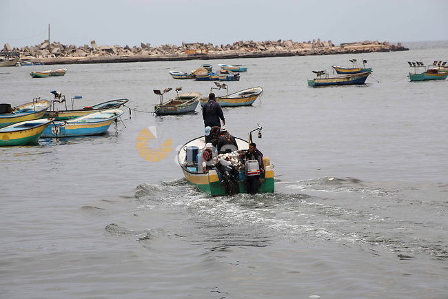 Palestinian fishermen work on their boat at Gaza Seaport in Gaza City September 30, 2012. Israel confines fishermen within a three-mile fishing zone in the Mediterranean Sea off the coast of Gaza, Palestinian fishermen syndicate said. A Palestinian man died on Saturday after he was shot by Israeli troops while fishing on the beach in the Gaza Strip, said Hamas officials, while an Israeli military spokeswoman said the man was shot when he approached the border fence. Photo by Ashraf Amra