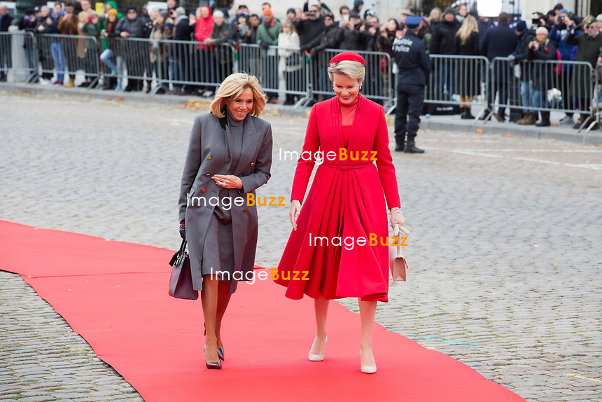 Le Président français Emmanuel Macron et Brigitte Macron, accueillis par le roi Philippe de Belgique et la reine Mathilde de Belgique, au palais royal de Bruxelles, lors d'une visite d'état en Belgique.<br /> Belgique, Bruxelles, 19 novembre 2018.<br /> French President Emmanuel Macron and wife Brigitte Macron meet with King Philippe of Belgium and Queen Mathilde of Belgium, at thé Royal Palace, during a State Visit to Belgium.<br /> Belgium, Brussels, 19 November 2018.
