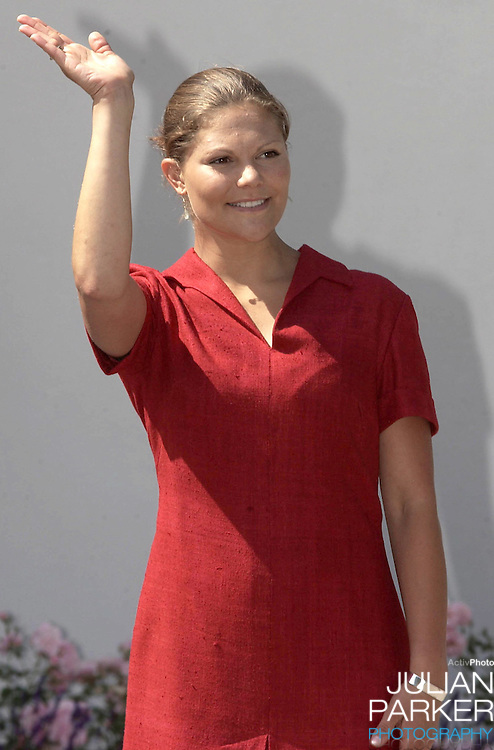 CROWN PRINCESS VICTORIA OF SWEDEN CELEBRATES HER 25TH BIRTHDAY, .WITH HER PARENTS, AT SOLLIDEN, NEAR BERGHOLM, SWEDEN..14/7/02.  PICTURE: UK PRESS     (ref 5105-JP)