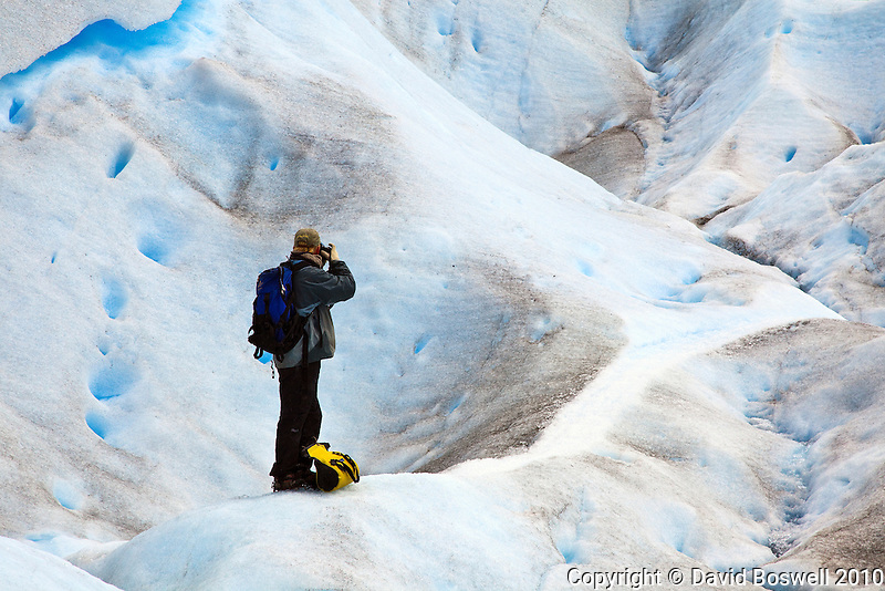 A photographer photographing Glacier Perito Moreno in the Parque Nacional los Glaciares, Argentina.