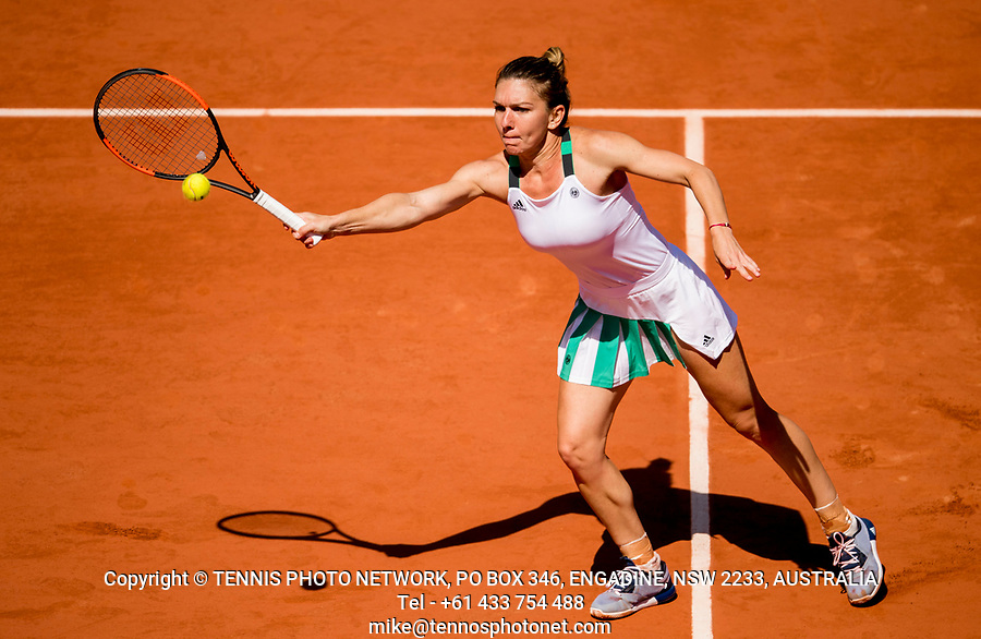 SIMONA HALEP (ROU)<br /> <br /> TENNIS - FRENCH OPEN - ROLAND GARROS - ATP - WTA - ITF - GRAND SLAM - CHAMPIONSHIPS - PARIS - FRANCE - 2017  <br /> <br /> <br /> <br /> &copy; TENNIS PHOTO NETWORK