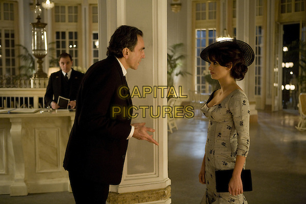 Daniel Day-Lewis, Penelope Cruz<br /> in Nine (2009) <br /> *Filmstill - Editorial Use Only*<br /> CAP/NFS<br /> Image supplied by Capital Pictures