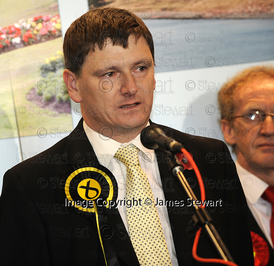 07/11/2008  Copyright Pic: James Stewart.File Name : sct_jspa21_glenrothes.A TEARFUL PETER GRANT MAKES HIS SPEECH AT THE END OF THE GLENROTHES ELECTION.James Stewart Photo Agency 19 Carronlea Drive, Falkirk. FK2 8DN      Vat Reg No. 607 6932 25.Studio      : +44 (0)1324 611191 .Mobile      : +44 (0)7721 416997.E-mail  :  jim@jspa.co.uk.If you require further information then contact Jim Stewart on any of the numbers above.........