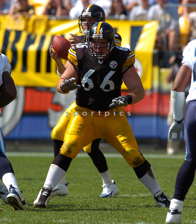 Alan Faneca, of the Pittsburgh Steelers, during thier game against the Tennessee Titans on September 11, 2005...Steeler win 34-7..Chris Bernacchi / SportPics
