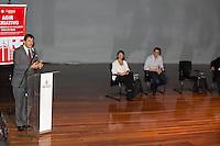 """SAO PAULO, SP - 18.08.2015 - HADDAD-SP - O Prefeito Fernando Haddad durante cerimônia de assinatura do decreto para o """"Programa de Transferência de Recursos Financeiros para os CEUs"""" no CEU Butantã, zona oeste de São Paulo. (Foto: Fabricio Bomjardim / Brazil Photo Press)"""