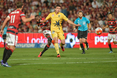 01.04.2016. Pirtek Stadium, Parramatta, Australia. Hyundai A-League. Western Sydney Wanderers versus Central Coast Mariners. Wanderers forward Romeo Castelen shoots and scores under pressure from L. Rose (Mar). The Wanderers won 4-1.