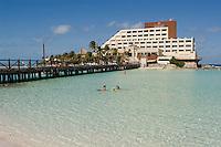 02.2012 Isla Mujeres (Mexico)<br /> <br /> Baignade.<br /> <br /> Bathing.