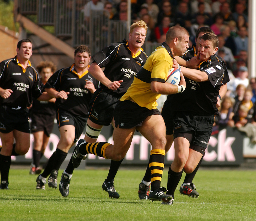 Photo. Jed Wee.Newcastle Falcons v London Wasps, Zurich Premiership, Kingston Park, Newcastle. 1-9-2002..Wasps' Joe Worsley leaves a trail of Newcastle players in his wake.